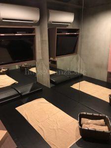 リフレ東京で利用したレンタルルームのピンクフラミンゴは鏡張りの部屋
